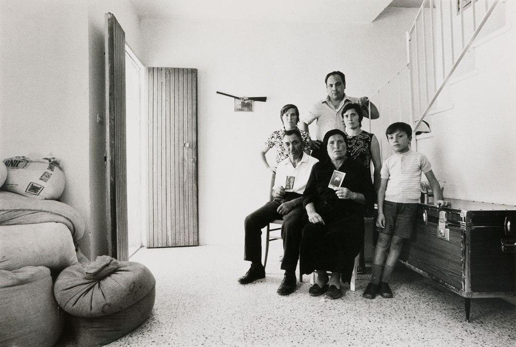 Mario Cresci, dalla serie Ritratti reali, Tricarico, 1974.